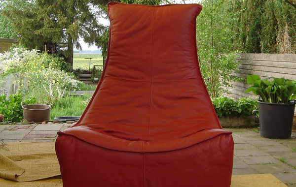 Gerard van de Berg fauteuil herstofferen met leer